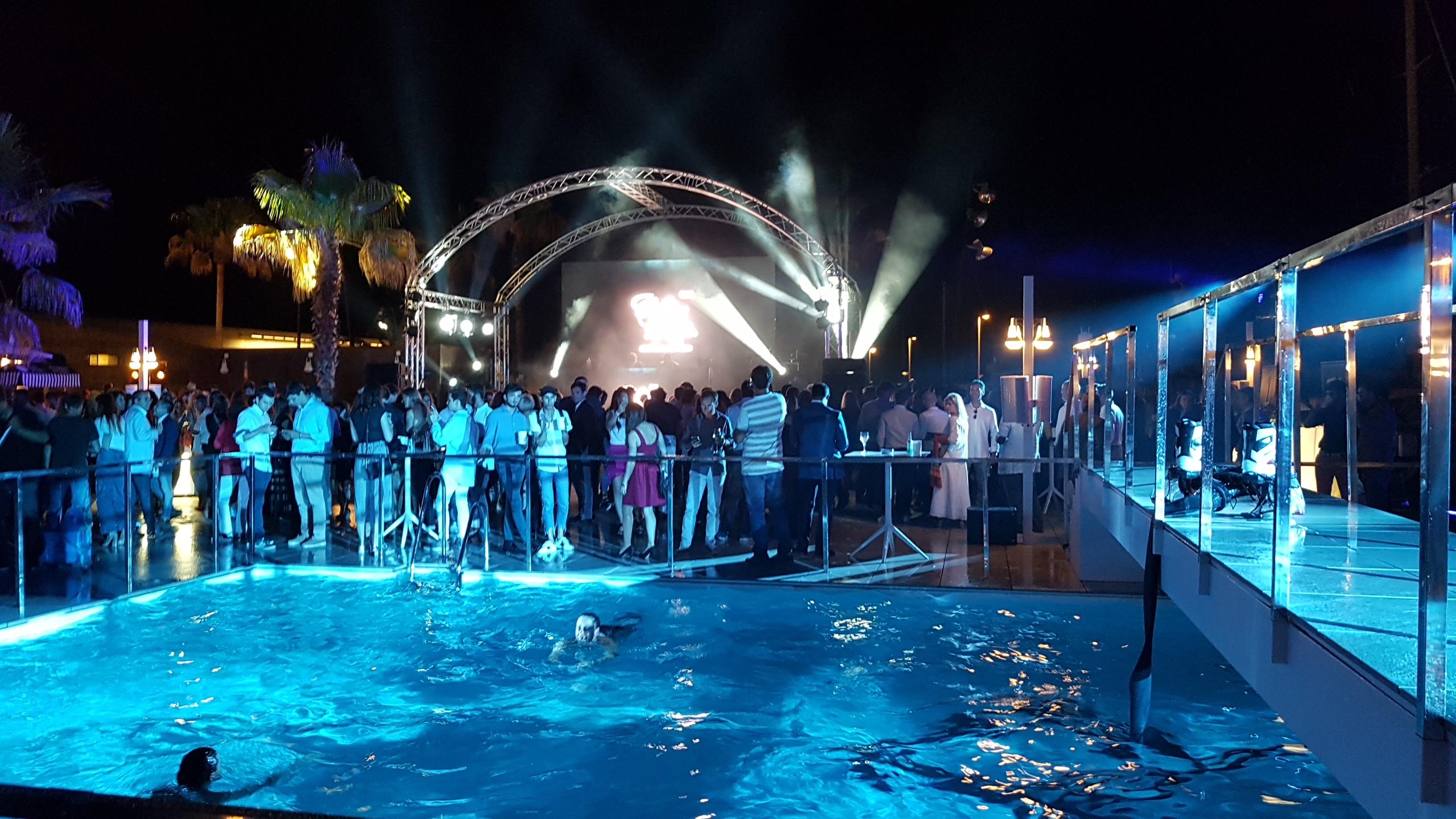 Inauguraci n del nuevo caf del mar club barcelona for Beach club barcelona